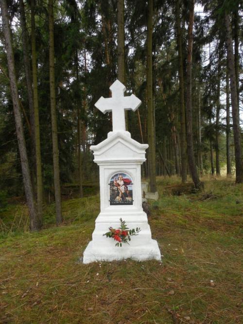 Kříž nakostelní cestě - obnoven 2013